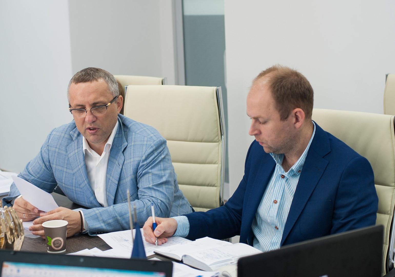Генеральный директор А.Холдин (слева) и первый заместитель генерального директора А. Верещак